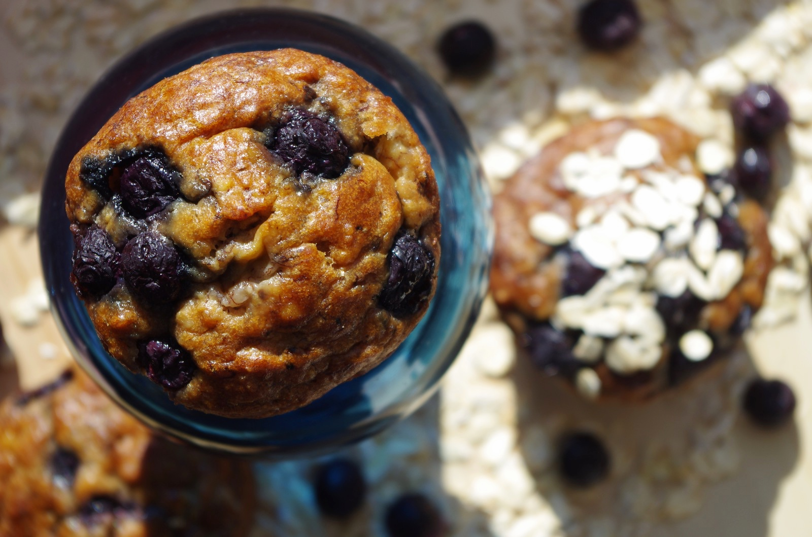 MUFFINS WITH BLUEBERRIES ON THE GO